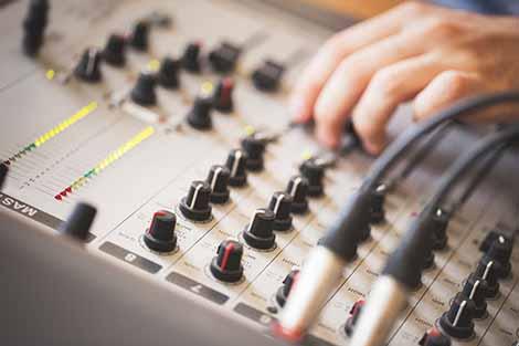 Sound design maakt de promotievideo helemaal af.